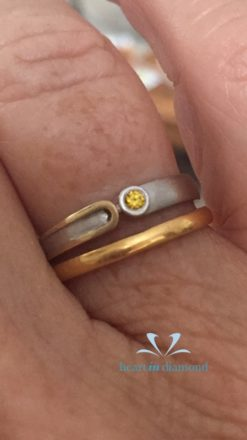 Hand with a gold and silver cremation ring